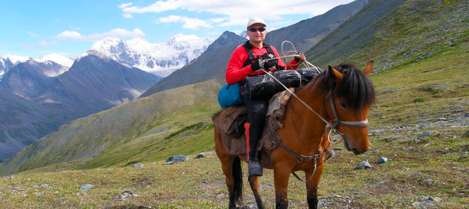 On horseback to foot of the Belukha mountain